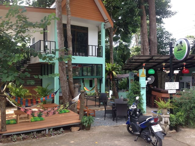 3 Trees Guest House Beer Garden and Bungalows