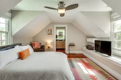 Cozy+Studio+with++Natural+Light+%26+Heated+Pool
