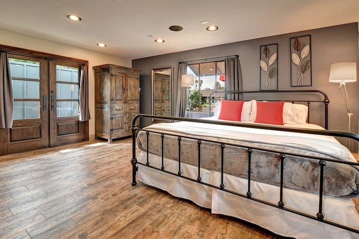 New! Elegant Toscano Suite (King Bed)