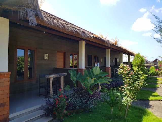 Homestay room 2: spacious, quiet, beach 2min