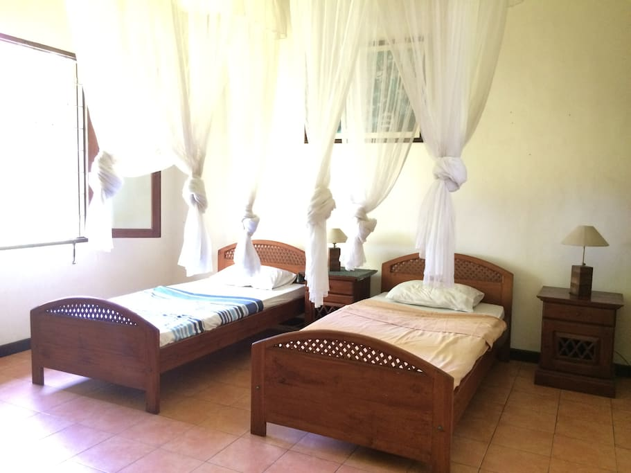 Twin bedroom - ensuite