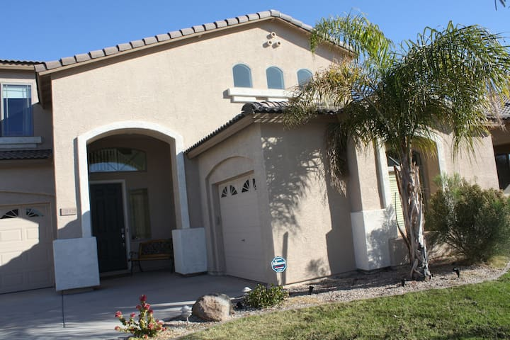 Beautiful Home with View on Golf Course - Queen Creek - Haus