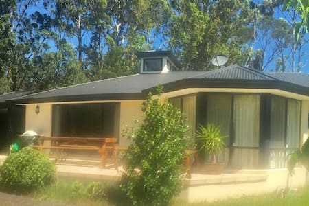 Estuary Living - Large Home on Tomakin River - Mossy Point - House