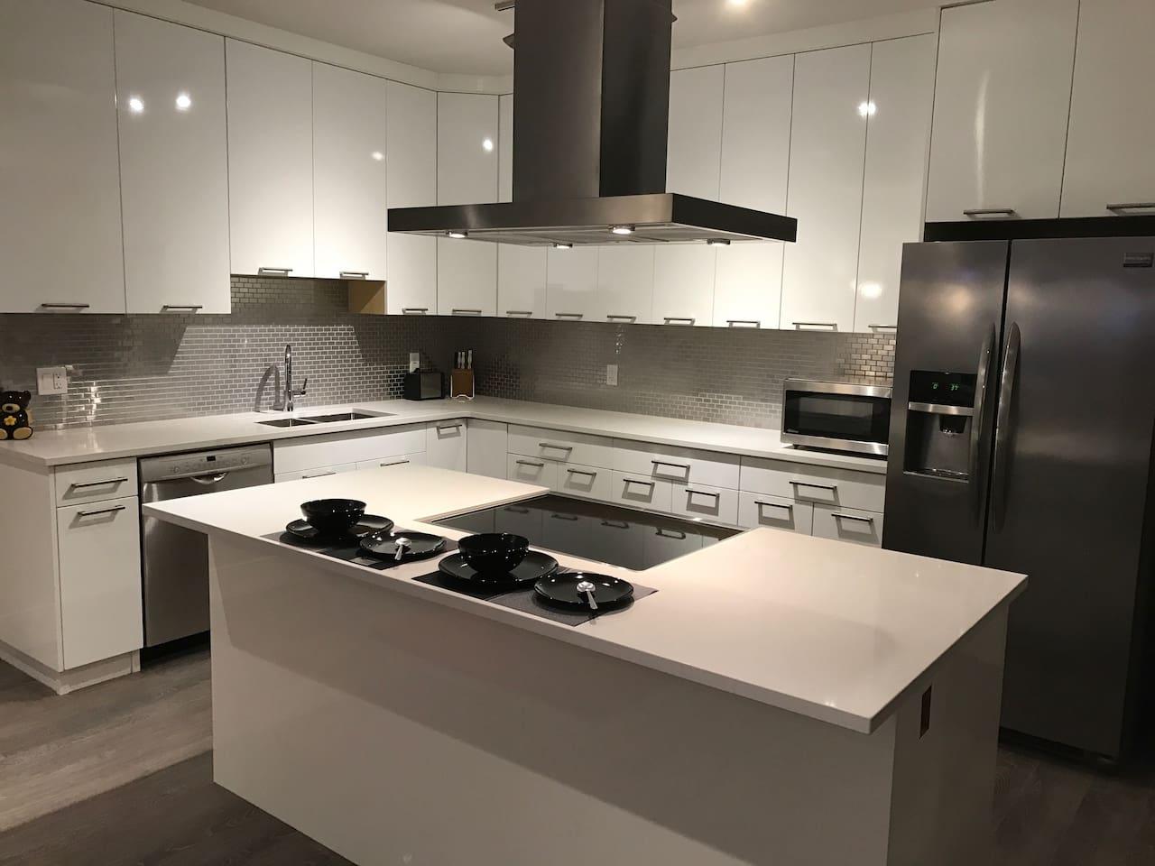 Beautiful full sized kitchen
