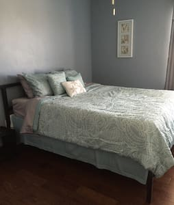 Queen bedroom - SE of Tucson BL - Vail