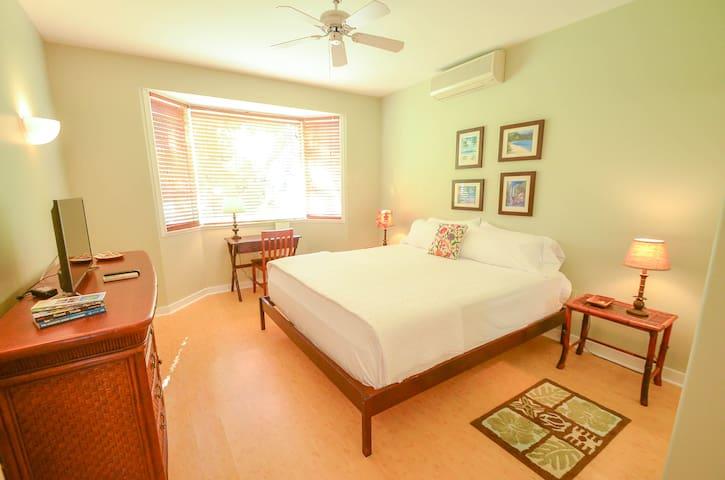 Private Bedroom & Bath - Princeville - Condominium