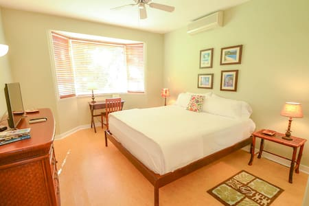 Private Bedroom & Bath - Princeville
