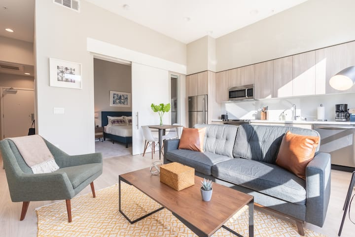Charming 1BR in Glendale, Parking + Pet-Friendly