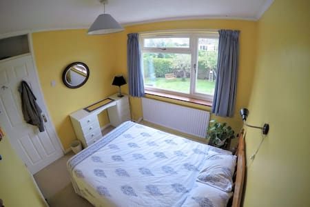 Double bedroom in family home - Nailsea