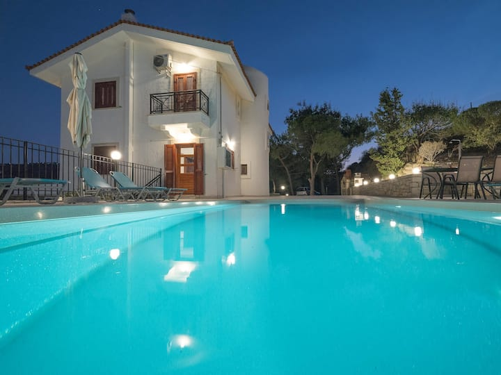 Villa Aura Pine with private pool