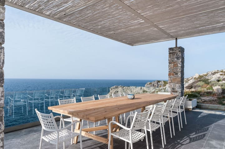 Seafront villa with unique view to sea and sunset