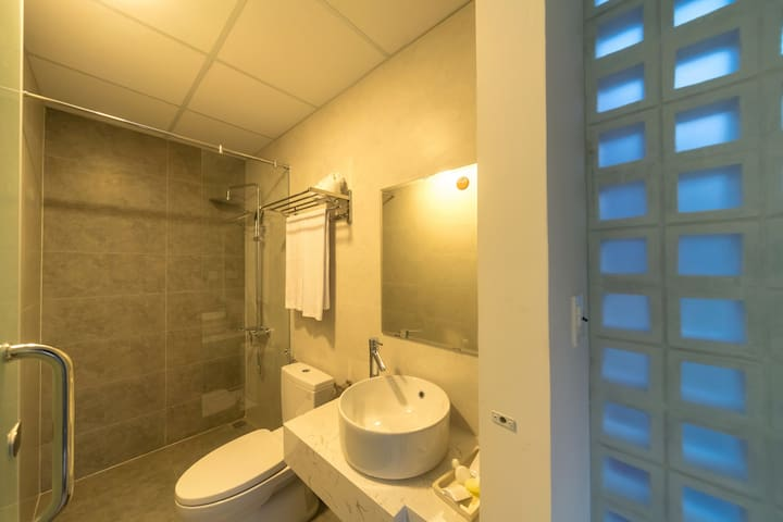 Cozy Standard Double room- STop and Go boutique homestay Hue