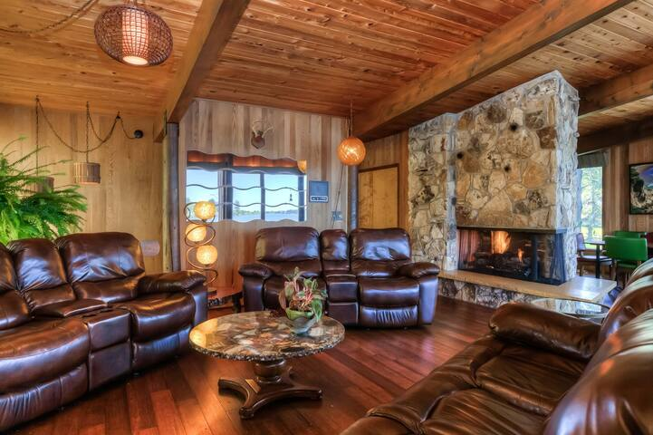 Great room with comfy leather recliners