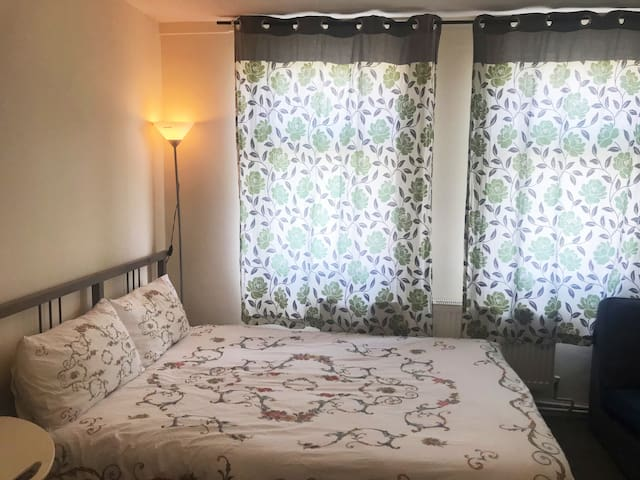 Cosy&Bright Double Room Close to City Centre