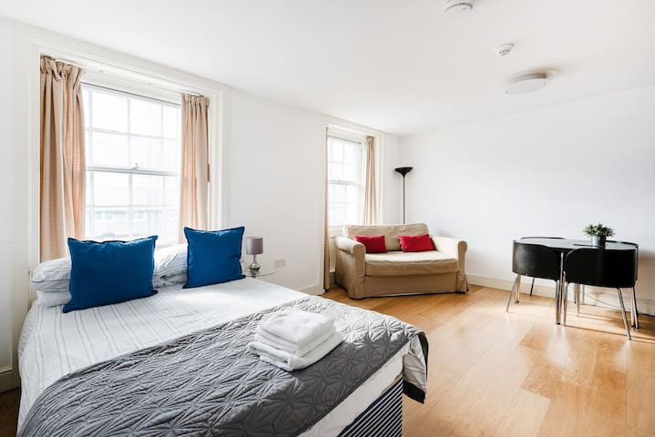 Central London Modern Studio/ Soho