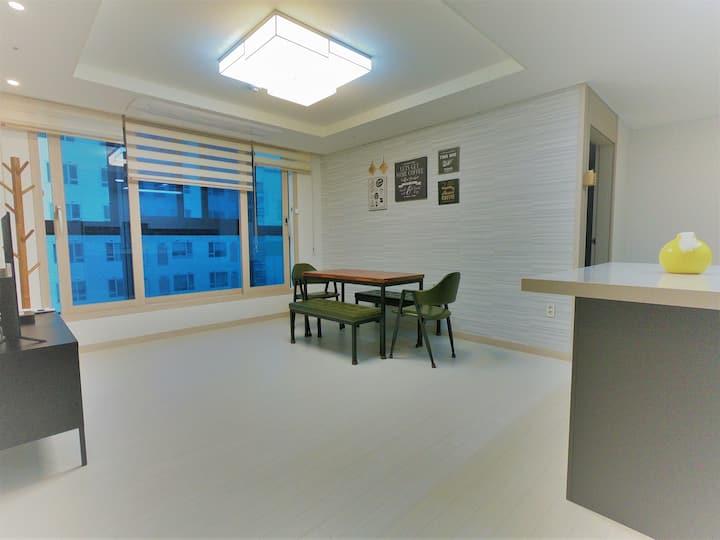 월방(30평신축)방3 화장실2/서면카페거리내/전포역1분/서면번화가