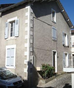 maison de ville,  SAINT-JUNIEN, à 30 km de LIMOGES - Saint-Junien