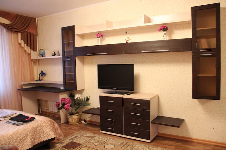 Уютная , чистая, со всеми удобствами квартира.