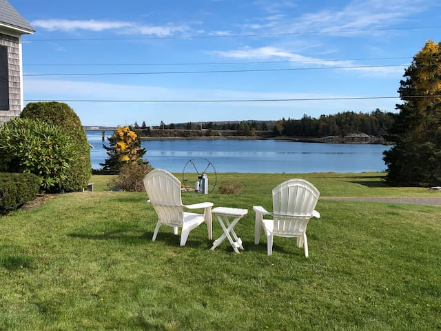 Bonavista~waterfront cottage with great views!