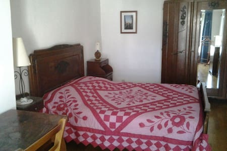 Grande chambre avec salle de bain - Châteauneuf-sur-Loire - Oda + Kahvaltı