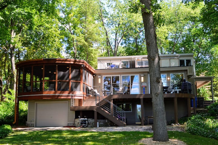 Beautiful Lake Home - Minutes to Downtown Madison