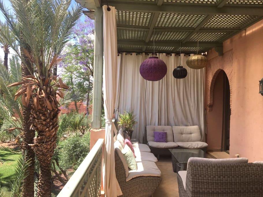 Une magnifique terrasse pour une vie dedans dehors