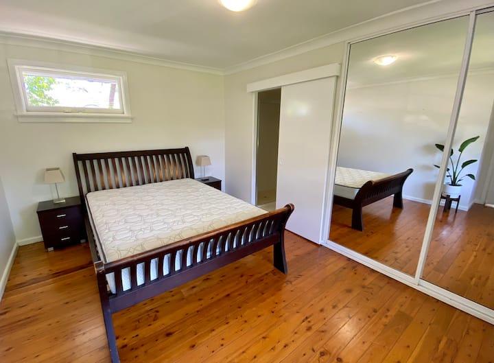 Large en-suite furnished bedroom - short term