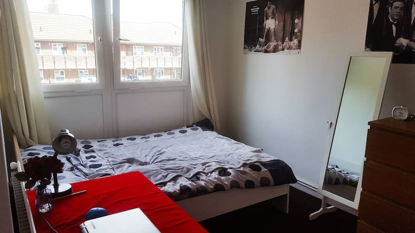 Excellent Double Room - Mile End - London - Hus