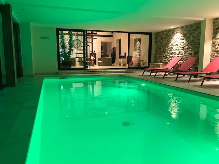 Longère, piscine chauffée à l'année, Jacuzzi, 12 p