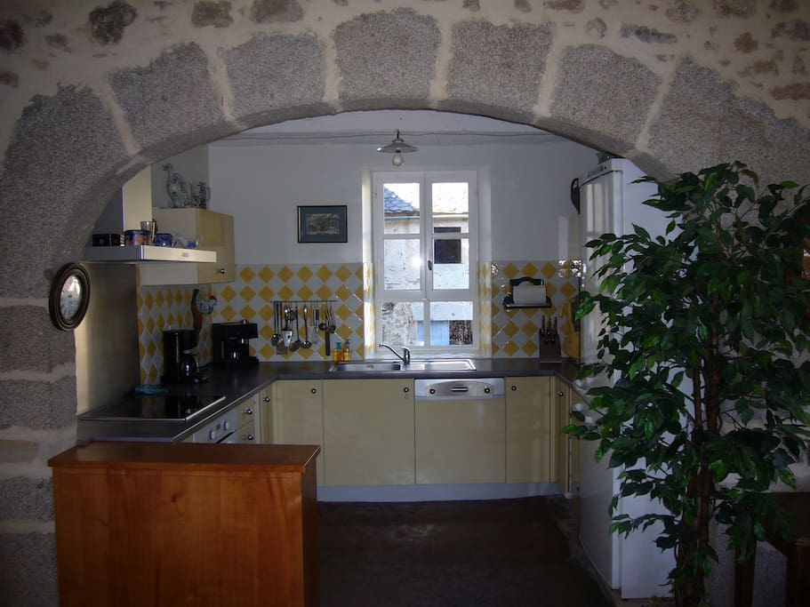 Kitchen - modern fully equipped
