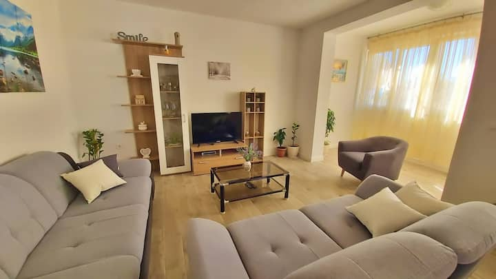 Three-Bedroom Apartment close to the Omis beach