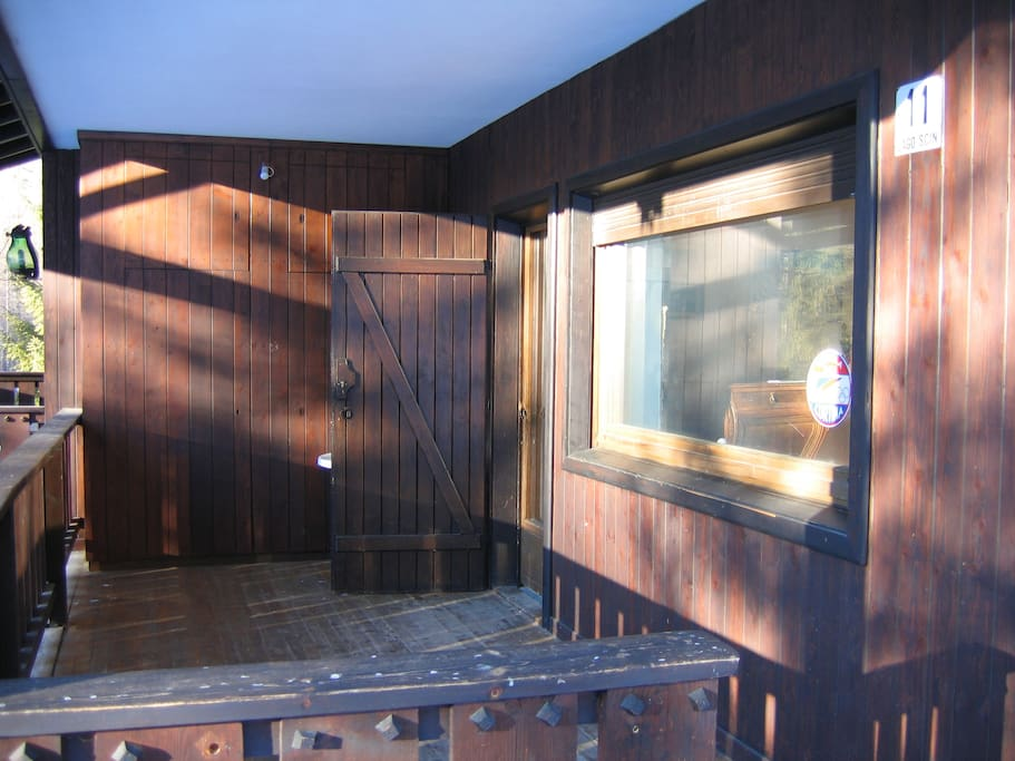 Chalet immerso nel verde ideale per il relax chalet in for Affitto chalet cortina