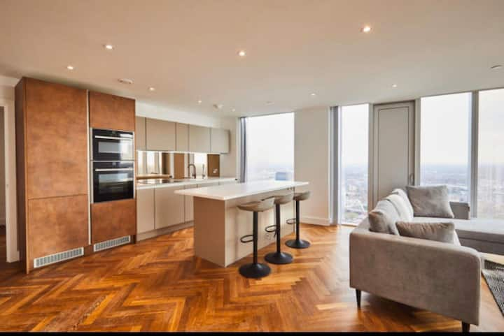 Luxurious central 39th floor apartment