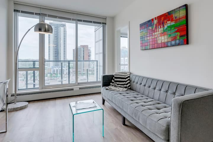 ✮Luxury EastVillage Condo, Rooftop Patio, Gym, LRT