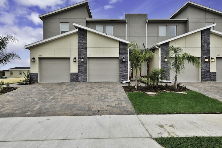 Luxury 3 Bed Townhome With Golf View up to 8 Guests - 503OC