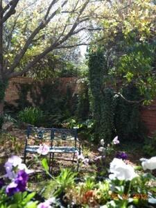 Pomegranate self catering, tranquil garden setting - Vanderbijlpark - Дом