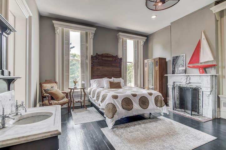 Juniper Room @ Three Pines Petersburg