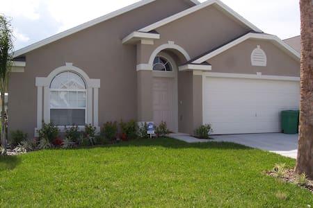 Fun Florida Villa - クレルモン - 別荘