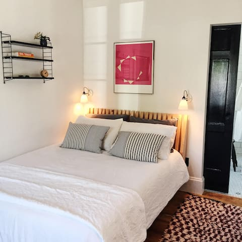 The Santa Rosalia Guest House, Room 1 - Edmonds - Guesthouse