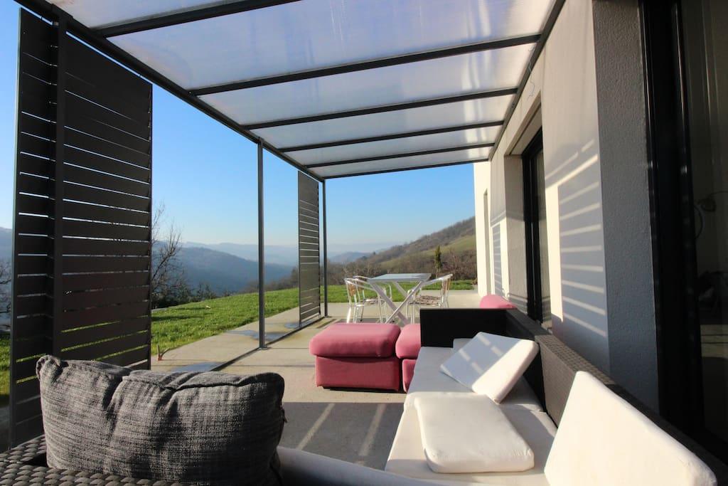 maison contemporaine lumineuse maisons louer saint priest la roche rh ne alpes france. Black Bedroom Furniture Sets. Home Design Ideas