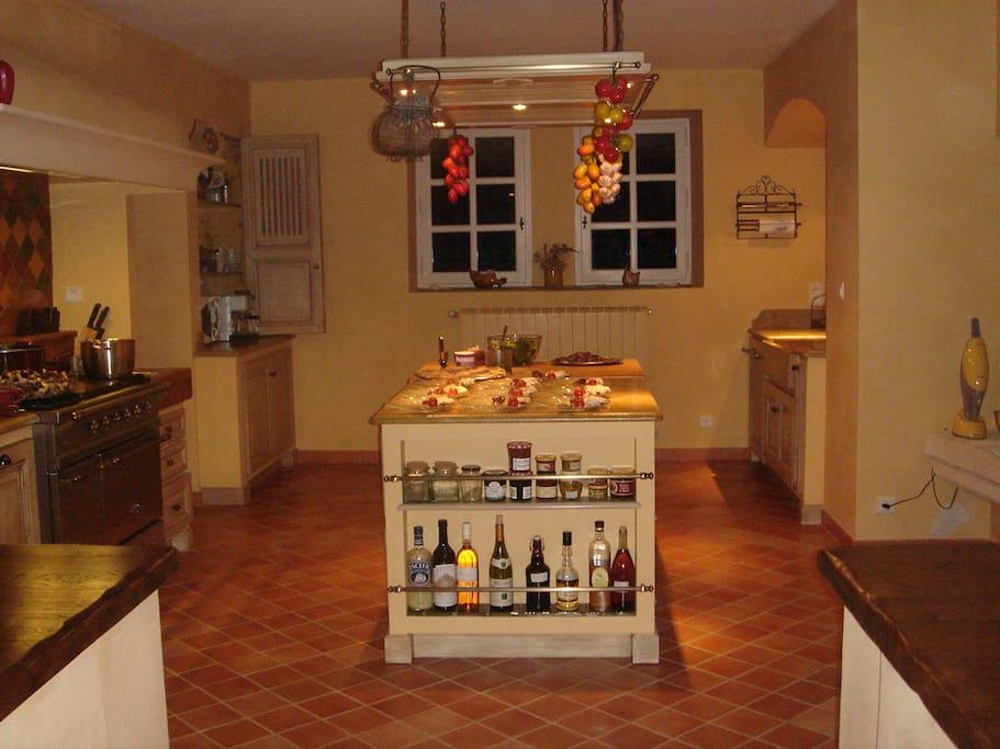 La cuisine avec ilot central