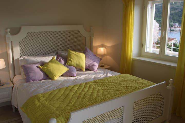 Luxury apartment, spacious, romantic, big terrace