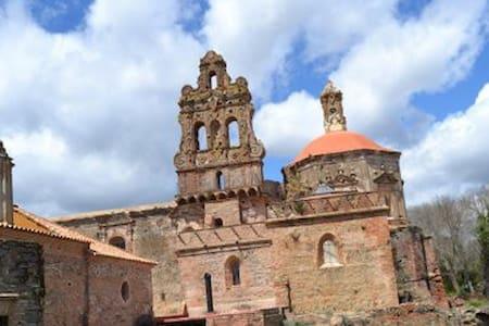 GUESTHOUSE in MONUMENTAL SITE (24 beds) - Cazalla de la Sierra - Istana