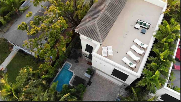 Home in Fort Lauderdale with POOL and  ROOFTOP