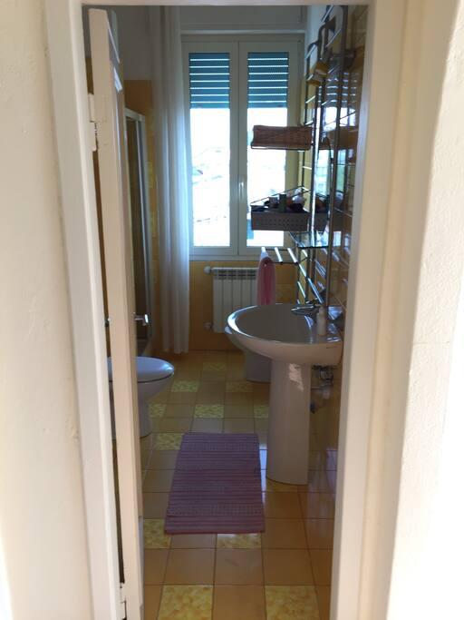 3 -Bagno esclusivo con doccia e lavatrice