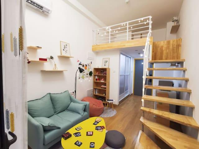 【漫时光•HOUSE】投影房 桌游聚会 小清新loft公寓 广西艺术学院相思湖旁