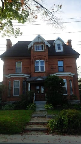Red Maple B&B ( room with two single beds )