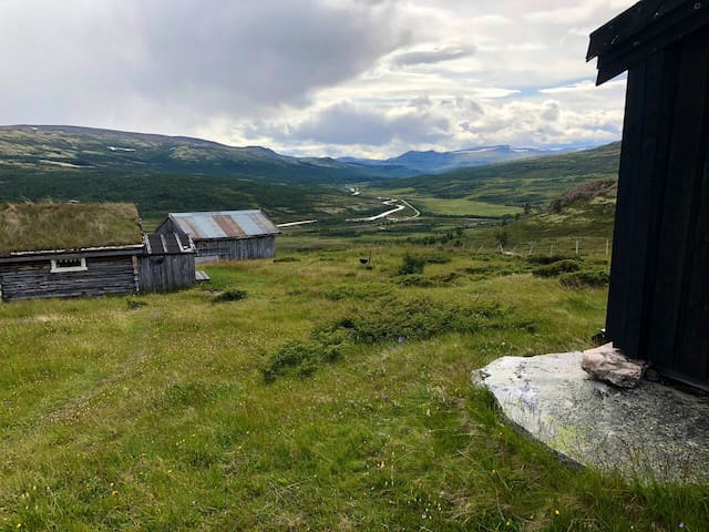 Cabin in Grimsdalen with a view of Rondane.