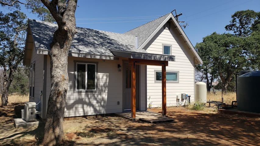 Comfortable cottage near Yosemite & Kings Canyon.