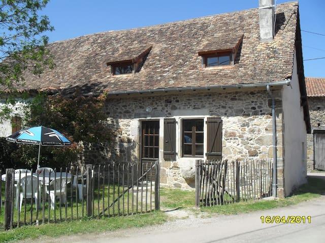Maison de caractère en pierres /Dordogne/piscine